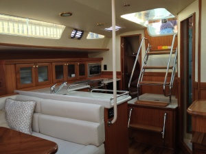 Hunter 37 interior_salon