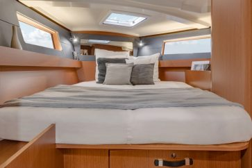 Beneteau 41.1 Interior bow master bedroom.