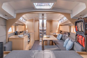 38 beneteau sailboat salon from aft cabin